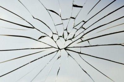 sognare vetro rotto